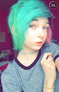 Here we have got the best collection of short emo hairstyles for you. So do not go anywhere, go with our provided collection and grab the best emo hairstyles from here. Short Emo Haircuts, Emo Hairstyles For Guys, Scene Haircuts, Cute Hairstyles, Short Scene Hairstyles, Stylish Hairstyles, Short Hairstyle, Hairstyle Ideas, Piercing Tattoo