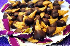 Tiger Bites/ Witches hats/Cornucopias bugles w/ pb, dipped in chocolate Yummy Snacks, Snack Recipes, Yummy Food, Bugles Recipe, Chocolate Covered Potato Chips, Peanut Butter Filling, Party Finger Foods, Christmas Cooking, Holiday Desserts