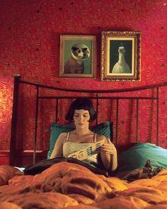 """Ein Liebesfilm so süß wie Macarons - in """"Die fabelhafte Welt der Amelie"""" wird dem Schicksal etwas nachgeholfen. Und wir erleben die Schönheit der kleinen und großen Dinge in wunderbaren Bildern - und mit einer hinreißenden Audrey Tautou, die als Amelie 2001 ganze Theaterwissenschaft-Proseminare zu einer neuen, schnittigen Bob-Frisur inspirierte."""