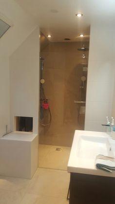 Romantische badkamer net buiten Enschede, met gietijzeren vrijstaand ...