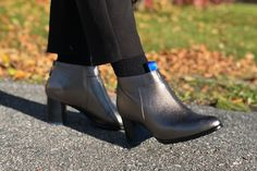 is the heeled shoes that you can trust on. Easy to adapt to your own style and to bring up the best in every outfit. Just with the right amount of high will conquer the day with you! Types Of Shoes, Cow Leather, Comfortable Shoes, Block Heels, Me Too Shoes, Chelsea Boots, Black Women, Trust, Ankle Boots