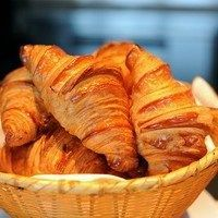 RESEP CROISSANT Resep Pastry, Burger Bread, Croissant Recipe, Snack Recipes, Cooking Recipes, Cookie Desserts, Churros, Cake Cookies, Cake Pops