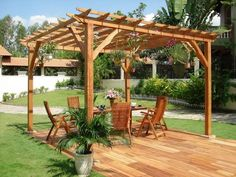 terrasse en bois avec coin repas et pergola assortis