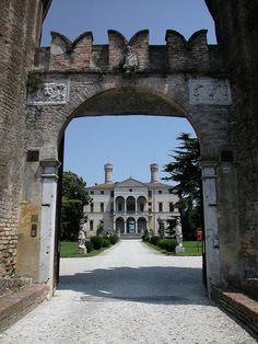 CASTELLO DI RONCADE by surom1992, via Flickr #Invasionidigitali il 24 aprile alle ore 13.30 Invasore: Elena Crudo e Federica Altoè