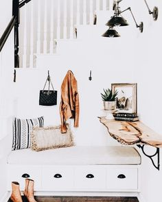 Awesome Modern Farmhouse Entryway Decorating Ideas - Page 13 of 81 Home Interior, Interior Design, Interior Styling, Console Design, Entryway Decor, Entrance Decor, My Dream Home, Home Accents, Decoration