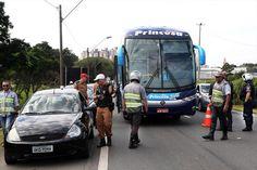 Projeto Vida no Trânsito realiza blitz integrada na BR-277 +http://brml.co/1aAjAMc