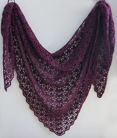 In this color. FREE Ravelry: tearaleaf's Mahogany shawl thanks so xox ☆ ★ https://www.pinterest.com/peacefuldoves/
