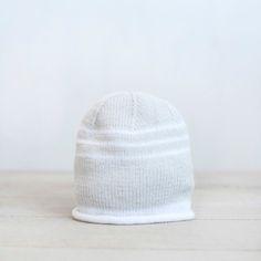 Gorro para bebé tejido a mano con dos agujas Baby Hands, Little Dresses, Hand Knitting, Baseball Hats, Beanie, Kids, Shopping, Etsy, Fashion