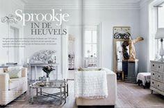 Ebből a szuper újságból 10-15 oldalas ízelítőket találunk az ISSUU  oldalon, de szerencsére így is sok inspiráló lakásban gyönyörködhetünk....