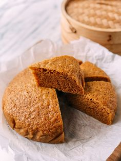 Ma Lai Go Chinese Steamed Cake is a fluffy brown sugar sponge cake typically found on dim sum carts in Southern China and Hong Kong. Ma Lai Go Recipe, Steam Cake Recipe, Cake Recipes, Dessert Recipes, Dessert Ideas, Asian Desserts, Chinese Desserts, Asian Recipes, Steam Recipes