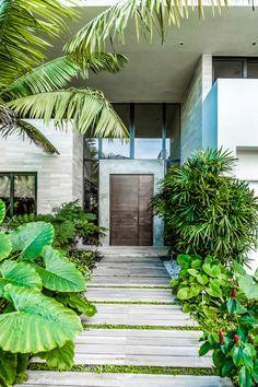 tropical garden 15 Splendid Tropical Entrance Designs That Will Take Your Breath Away