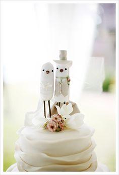 Wedding cake topper: Cute bride and groom bird cake topper.