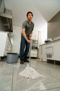 Give terrazzo floors a thorough mopping before applying the stain. Types Of Flooring, Diy Flooring, Flooring Ideas, House Cleaning Tips, Diy Cleaning Products, Cleaning Hacks, Polished Cement Floors, Terrazo Flooring, Floor Restoration
