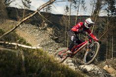 Dan Atherton in Dyfi: Rohe Vollgas-Fahrkunst im eigenen Bikepark