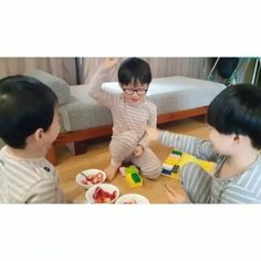 no reason to love you 😍 @songilkook old post  #mingukkie #daehanie #kkukkukk #cuteminguk #thereturnofsuperman #returnofsuperman #tros #daehanmingukmanse #대한민국만세 #songtriplets #triplets #daehan #songdaehan #대한 #minguk #songminguk #민국 #manse #songmanse #만세 #songilkook #ilkook #korea #korean #realityshow #kbs #kbs2 #kbsworld
