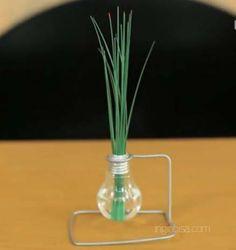 Bagaimana Membuat Vas Atau Pot Bunga Dari Bohlam Bekas