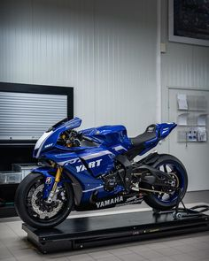 Modified Yamaha YZF Yamaha is a litre class supersport from the Japanese brand. Yamaha Super Bikes, Yamaha Motorcycles, Yamaha R1, Motorbike Girl, Motorcycle Bike, Yzf R125, Supersport, Moda Emo, Street Bikes