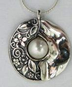 Sterling silver necklace with a pearl and flowers