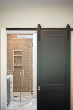 Awesome Interesting Sliding Door Design That Will Improve Your Bathroom Style Nowadays the existence of sliding bathroom doors is becoming increasingly popular among designers and homeowners with contemporary decor. This is beca. Sliding Bathroom Doors, Bathroom Barn Door, Sliding Door Design, Sliding Doors, Front Doors, Barnyard Door, Cottage Style Homes, Bedroom Flooring, Trendy Home