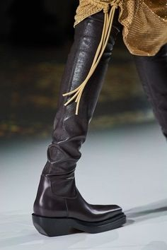 Bottega Veneta Otoño Invierno Pret-A-Porter - Pasarelas Vogue Paris, Fall Shoes, Bottega Veneta, Mannequins, Riding Boots, Fashion Shoes, Ready To Wear, Ankle Boots, High Heels