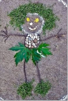 Land art self portrait made with entirely natural materials. A wonderful creative project for little ones! Forest School Activities, Nature Activities, Activities For Kids, Land Art, Outdoor Crafts, Outdoor Art, Art For Kids, Crafts For Kids, Arts And Crafts