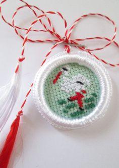 goblen Bead Loom Bracelets, Loom Beading, Cross Stitching, Baba Marta, Projects To Try, Bird, Christmas Ornaments, Holiday Decor, Crochet