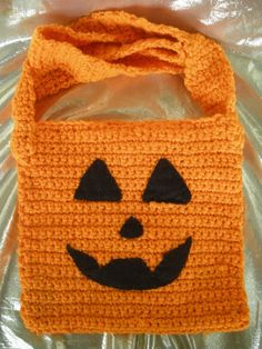 Trick or Treat Bag Halloween Candy Bag. Halloween crochet  #halloween #crochet ww.loveitsomuch.com