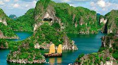 Navegando por la Bahía de Halong