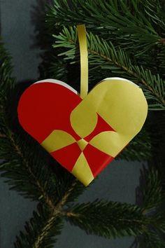 flettet julehjerte 4 christmas heart ornament paper