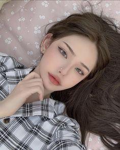 Korean Beauty Girls, Pretty Korean Girls, Asian Beauty, Edgy Makeup, Cute Makeup, Makeup Looks, Aesthetic Makeup, Aesthetic Girl, Estilo Beatnik