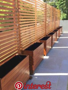 01 DIY Backyard Privacy Fence Design ideas on a budget – Insidexterior - Modern Cheap Privacy Fence, Privacy Fence Designs, Garden Privacy, Privacy Walls, Privacy Planter, Outdoor Privacy Screens, Privacy Trellis, Diy Privacy Screen, Planting For Privacy