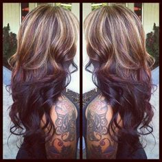 Loooove the highlights on top and dark on bottom. I think I finally found an idea of how I want my hair next! :)