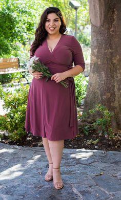 Essential Wrap Dress - Corte e costura - Graduation Dress Plus Size Summer Dresses, Plus Size Outfits, Knee Length Dresses, Bellisima, Plus Size Women, Plus Size Fashion, Designer Dresses, Fashion Outfits, Fashion Clothes