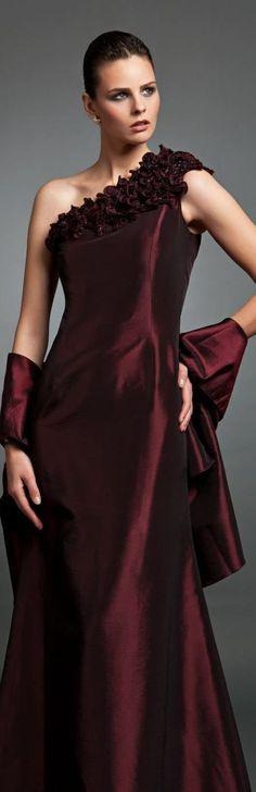 Fashion,Beauty,Landscape,Home Designe,Sexy Girls. Beautiful Gowns, Beautiful Outfits, Cool Outfits, Gq, Color Borgoña, High Fashion, Fashion Beauty, Couture Fashion, Burgundy Fashion