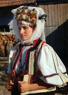 Braşov Transilvania - Traditional wedding at Rupea Traditional Wedding, Traditional Dresses, Folk Costume, Costumes, Brasov Romania, Fashion History, Headpiece, Winter Hats, Culture