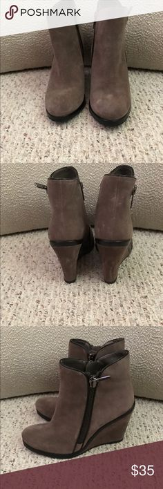 🌼Bundle and Save🌼 VINCE CAMUTO BEIGE BOOTIE Vince CAMUTO Jeffers Beige BOOTIE.  In great like new condition.  No stains or imperfections.  Bundle & Save on 2- booties for $60. Vince Camuto Shoes Ankle Boots & Booties