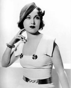 he finds her waiting like a lonesome queen — maudelynn: Fay Wray . Old Hollywood Glamour, Golden Age Of Hollywood, Hollywood Stars, 1930s Fashion, Retro Fashion, Adrienne Ames, Old Fashioned Love, Fay Wray, Classic Actresses