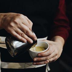 Bom dia! Cafés especiais saindo com aquele carinho por aqui... ❤️☕️👌 #CoffeeTime #Coffee #CiaMineiradeChocolates