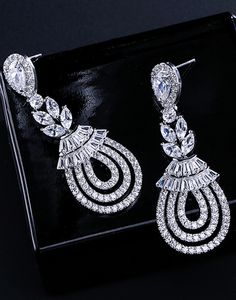 Cercei mireasa Flower Chandeliere Gold Jewelry, Jewellery, Baroque, Diamond Earrings, Swarovski, Floral, Fashion, Wire Jewelry, Moda