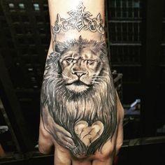 Veja nossa super seleção com 65 fotos de tatuagens de leão impressionantes e criativas. Confira!