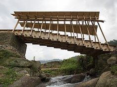 dezeen: This stepped timber bridge was built by a team of architecture students from the University of Hong Kong to provide a meeting place for residents of a rural community in southern China Bridges Architecture, Timber Architecture, Chinese Architecture, Landscape Architecture, Hong Kong, Design Museum London, Section Drawing, Bridge Construction, Auxerre