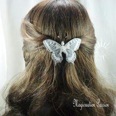 barrette française 6 cm papillon soie blanc pailleté, perles transparentes, collection Maéva, coiffure romantique, printemps,made in France