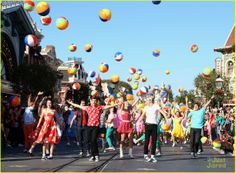 Ross Lynch & Maia Mitchell: 'Teen Beach Movie' Performance at Disney Christmas Parade! | ross lynch maia mitchell teen beach movie disney christmas parade 03 - Photo Gallery | Just Jared Jr.