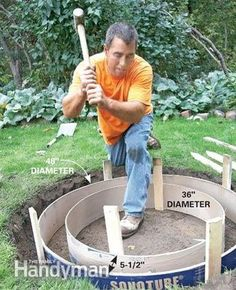 Build a circular masonry fire pit for not much more than the cost of a flimsy store-bought fire ring. With tips from a veteran bricklayer, we'll show you how. The Family Handyman, Wood Fire Pit, Concrete Fire Pits, Brick Fire Pits, Concrete Patios, Diy Concrete, Flagstone, Fire Pit Landscaping, Fire Pit Backyard