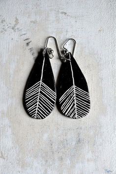 CLEARANCE: 25% OFF Feather Drop Earrings in Black and White // Clay Earrings