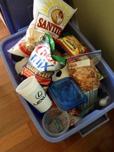 Easy vacation meal planning ideas Totes to protect all those crushable items in transit-brilliant! Beach Vacation Meals, Vacation Meal Planning, Beach Meals, Beach Trip, Vacation Trips, Vacation Ideas, Vacation Food, Family Vacations, Hawaii Trips