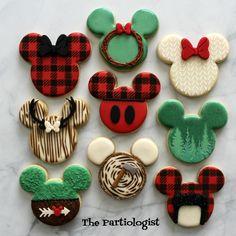 The Partiologist: Disney Themed Woodland Cookies! Christmas Cake Pops, Christmas Sugar Cookies, Christmas Snacks, Easter Cookies, Christmas Mood, Disney Christmas, Holiday Cookies, Minnie Mouse Cookies, Disney Cookies