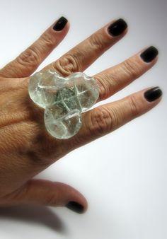 MAXI anel   trevo  vidro transparente  base metal n 20 - ajustável   4 x 4,5 cm . - grande  oversized R$37,00