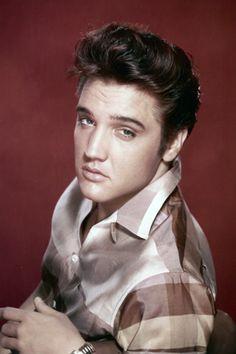 Elvis Presley Biography - Elvis Presley Life Story - Official ...