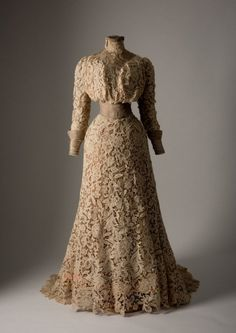 Day dress ca. 1900. Apparently worn by a woman who had no internal organs.